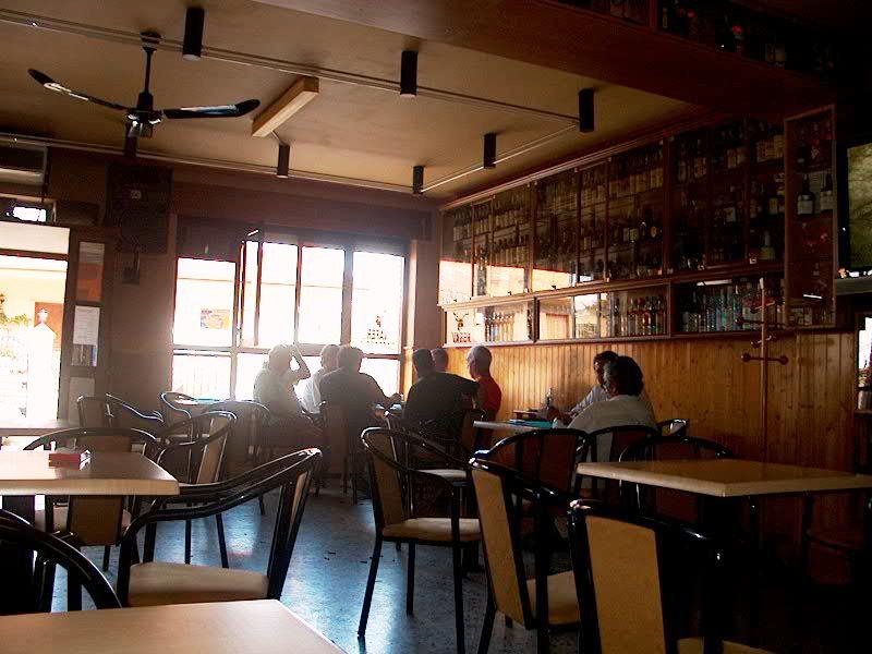 Cafeteria casa rural en pobladura del valle casa rural for Casa rural mansion de la plata penacaballera